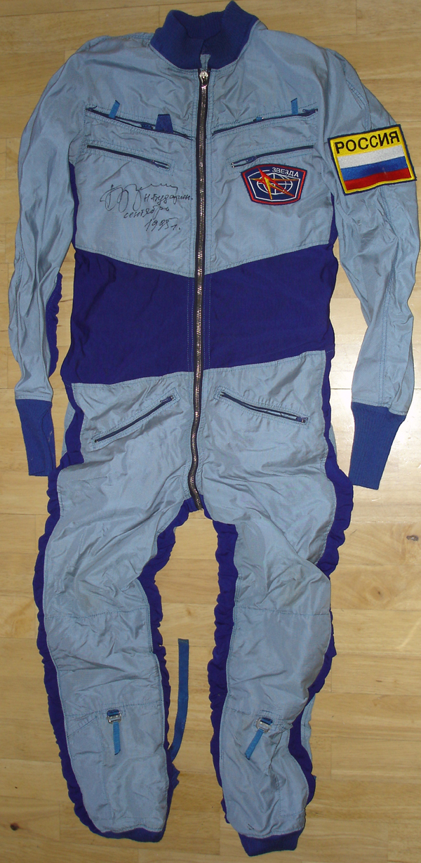 # h046 MIR-25 flown Pinguine suit of Nikolai Budarin 1